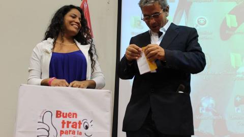 """El Gobernador Regional de Piura Reynaldo Hilbck se sumó a la """"Campaña de Buen Trato para La Niñez"""""""