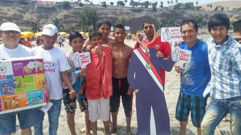 Veraneantes de Agua Dulce se sumaron a campaña por el  Buen Trato y votaron por los derechos de la Niñez