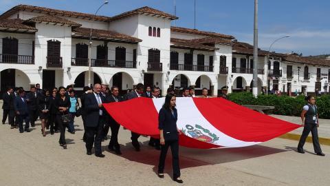 Izamiento del pabellon nacional en el marco del Aniversario de la MCLCP