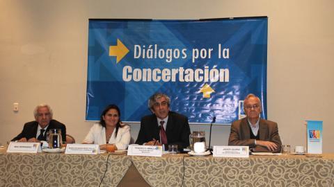 """Diálogo por la Concertación """"Del compromiso a la acción, oportunidades y desafíos para los Acuerdos de Gobernabilidad 2015 – 2018"""""""