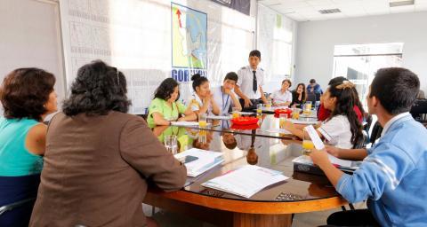 """Los y las adolescentes representantes de Instituciones Educativas y de la organización """"Yo también tengo algo que decir"""" de Huánuco; se reunieron con Autoridades."""