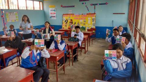 """Visita a las instituciones educativas del distrito de Caleta de Carquín para promover la Campaña Consulta Ciudadana """" La Voz de mi Comunidad"""""""